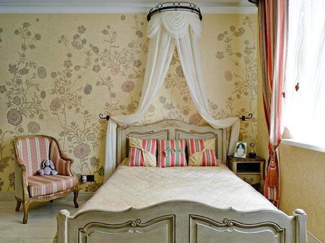 Детская комната, оформленная обоями в стиле прованс