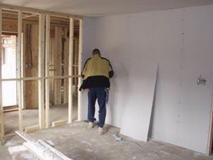 Выравнивание стен гипсокартоном по деревянной обрешетке