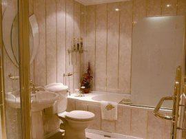 Ванная комната, отделанная панелями
