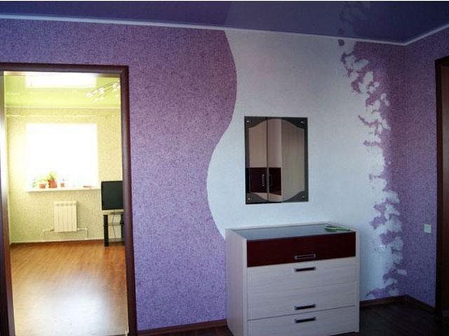 Жидкие обои с рисунком в жилой комнате